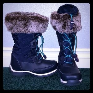 Fur lined kids winter boots with sherpa lining.